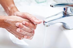 Tvangsmessig frykt for smitte og hyppig håndvask er et typisk eksempel på en tvangslidelse. Ill.foto: Alija, iStockphoto