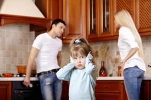 Hvert år opplever 10000 norske barn skilsmisse. Ill.foto: Deklofenak, istockphoto