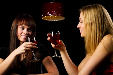 Kvinners drikking før svangerskapet har sammenheng med barnets problemer seinere. Ill.foto: Colourbox.