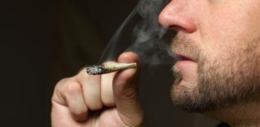 Legalisering av marihuana kan redusere overdosedødsfall. Ill.foto: Cabezonication, istockphoto.
