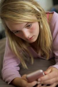 Jenter er mest utsatt for nettmobbing. Ill.foto: Colourbox.