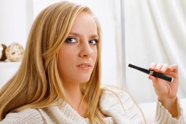 E-sigaretter har kanskje blitt litt for kult. Ill.foto: Colourbox.