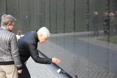 minneveggen over falne amerikanere i Vietnam