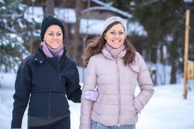 Tvillinger i vinterlandskap