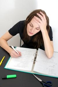 kvinne som studerer