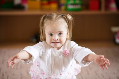 Liten jente med Downs syndrom
