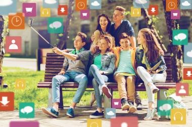 tenåringer som tar selfie