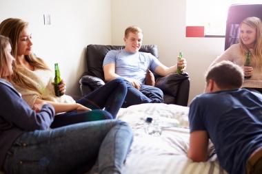 ungdommer som drikker alkohol