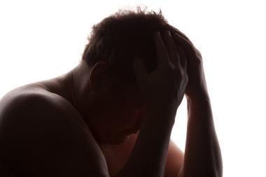 trist mann i silhuett