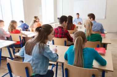 ungdomsskoleelever i klasserommet